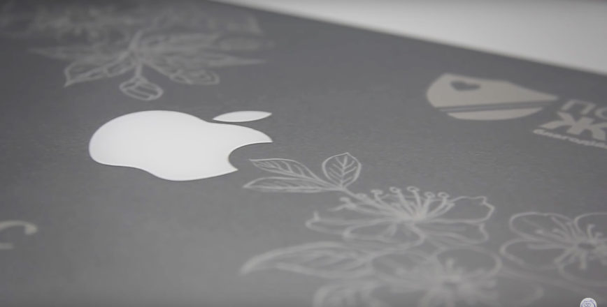 Гравировка на крышке Apple MacBook